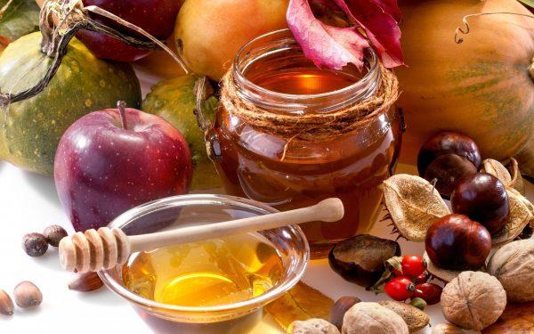 Яблоко, мёд и орехи