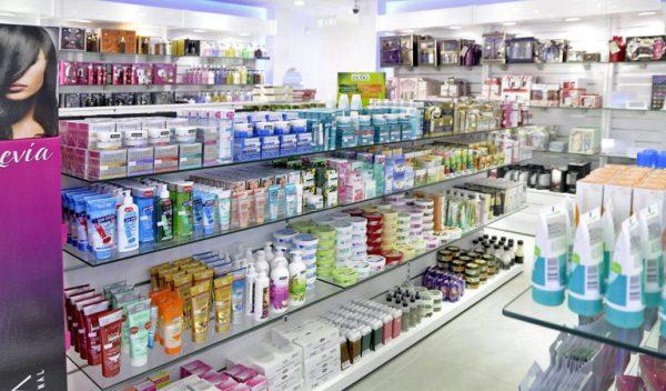 Выкладка кремов в супермаркете