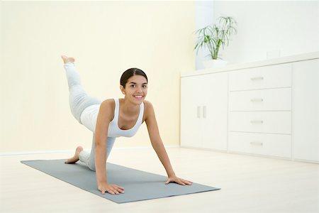 Упражнение ногу назад