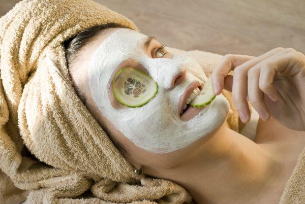Домашняя маска на лице