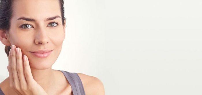 Рано или поздно женщины задумываются о переходе на антивозрастную косметику.