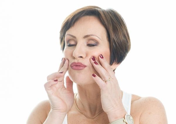 Упражнение против морщин над верхней губой