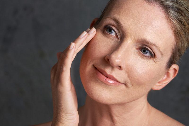 Салонные процедуры и иные методы борьбы с морщинами на лице