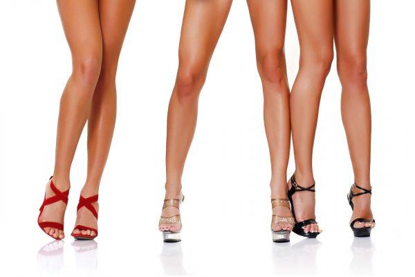 Три пары стройных женских ног