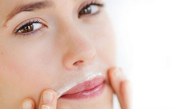 Депиляция над верхней губой с помощью крема