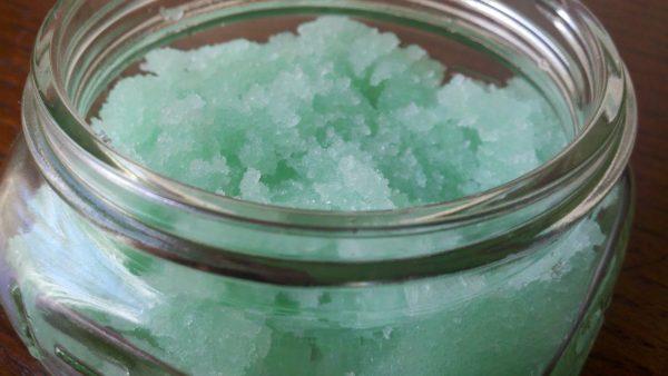Масляно-солевой скраб с эфирными маслами