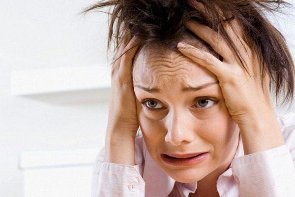 Девушка в тревожном состоянии