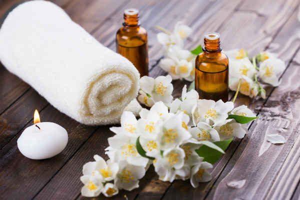 Садовый жасмин и полотенце