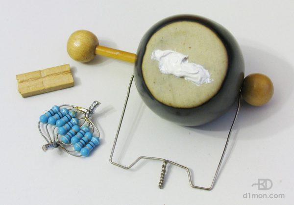 Спаянные резисторы и чаша аромалампы