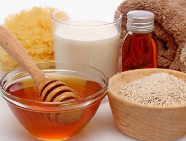 Ингредиенты для домашних масок (мёд и молоко)