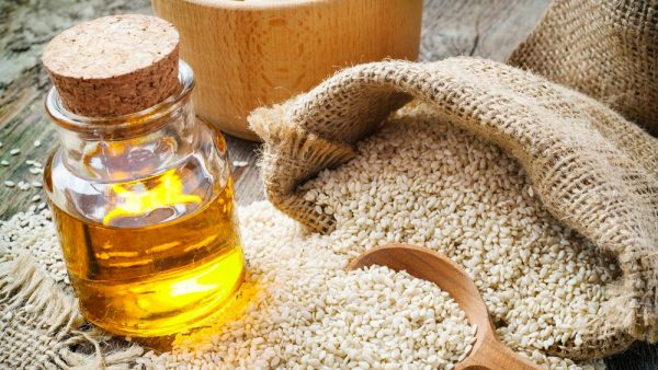 Кунжутное масло и семена кунжута