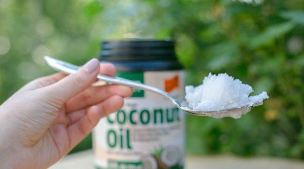 Ложка кокосового масла