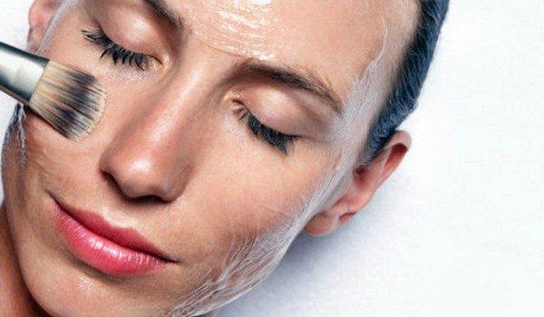 Нанесение маски на кожу