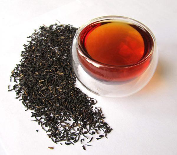 Чёрный чай в листьях и в готовом виде