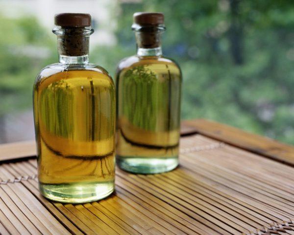 Касторовое масло в прозрачных бутылочках
