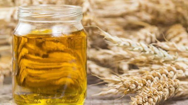 Масло на фоне пшеницы