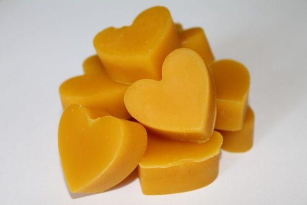 Пчелиный воск в форме сердец