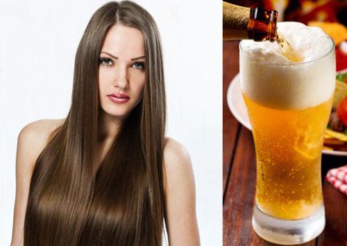 Девушка с красивыми волосами и пиво в прозрачной ёмкости