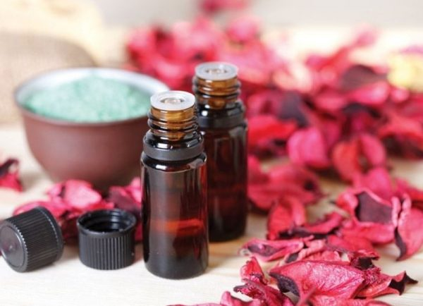 Пузырьки масла и цветы герани