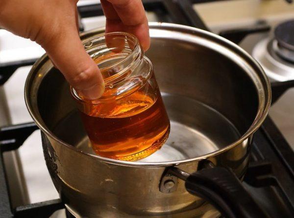 Масло, подогретое на водяной бане