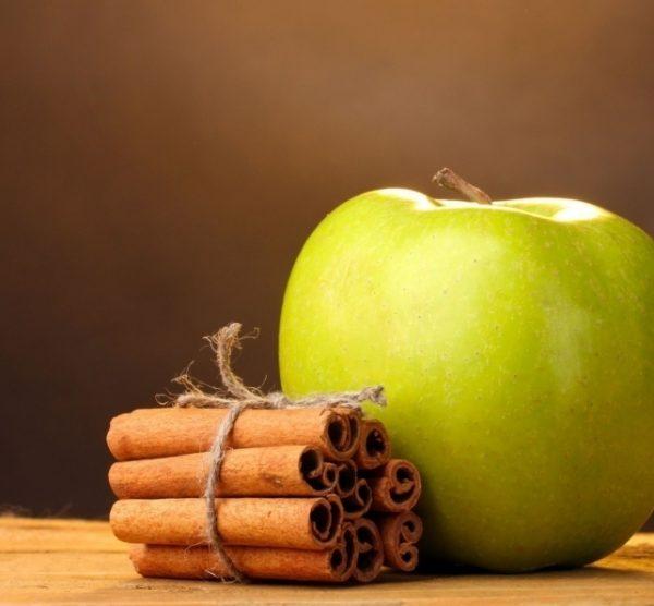 Яблоко и корица