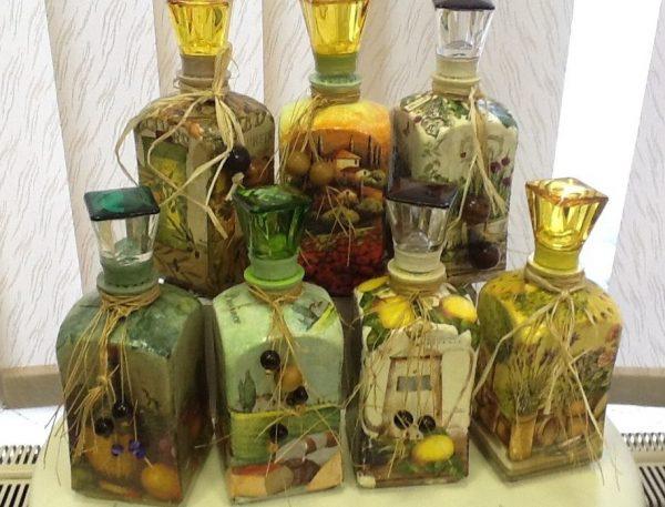 Масло в стеклянных бутылках