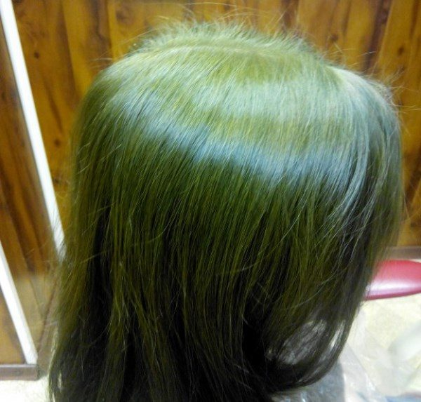 Волосы с зелёным оттенком