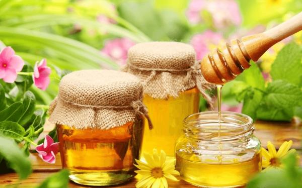 Мёд в прозрачных баночках