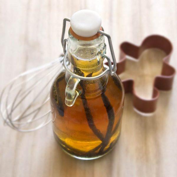 Экстракт ванили в прозрачном пузырьке
