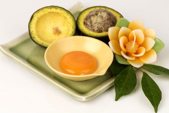 Авокадо и яичный желток