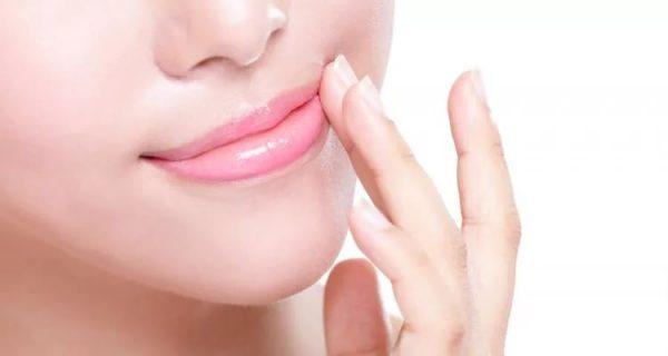 Массаж уголков губ