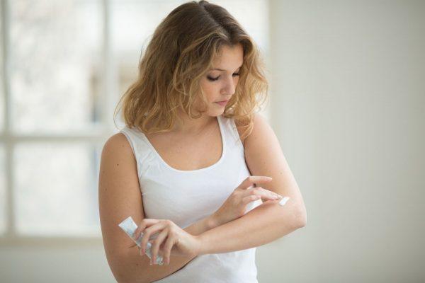 Тест крема на аллергию на сгибе локтя