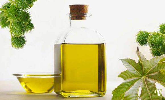 Касторовое масло в прозрачной ёмкости