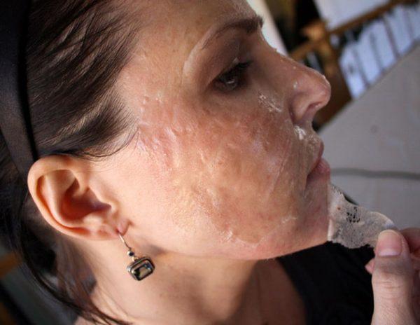 Удаление с лица желатиновой маски-плёнки