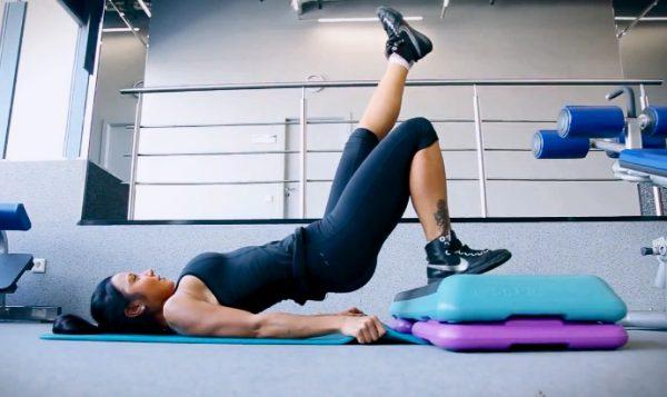 Упражнение мостик ногу вверх