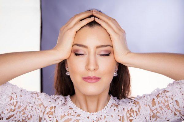 Упражнение для расслабления кожи на лбу и вокруг глаз
